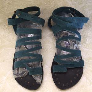 Free People gladiator toe ring sandals